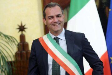 Luigi de Magistris, chi spara in ospedale deve andare via da Napoli