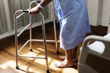 Padova: Nonna Elena operata al femore a 104 anni, torna a camminare come prima.