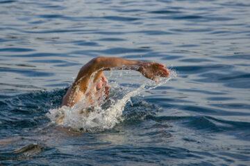 Sei pazienti con Parkinson attraverseranno a nuoto lo Stretto di Messina