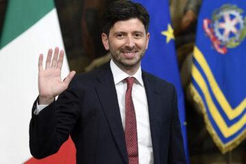 Ministro della salute Roberto Speranza, presto rinnovo contratto medici sanità privata