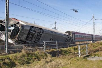 Alta velocità, treno Milano-Salerno deragliato 2 morti e 30 feriti
