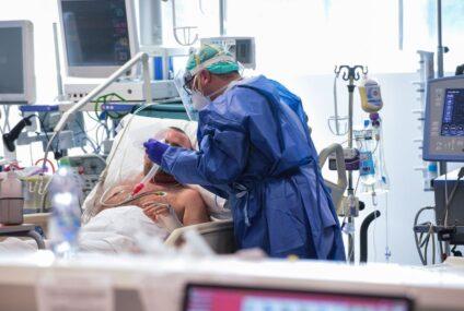 Coronavirus: Calano decessi e ricoveri in terapia intensiva