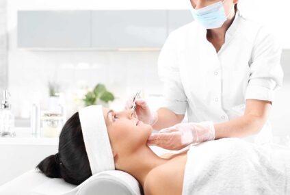 Il Cosmetologo: la figura di un professionista del prodotto cosmetico in Italia