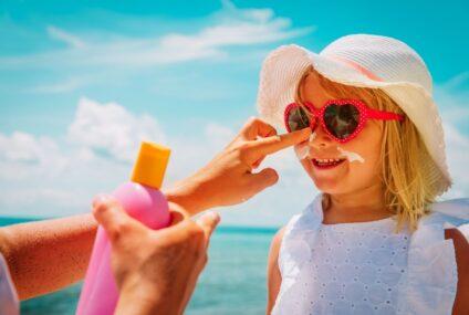 """Zampa: """" Rispettiamo le regole e godiamoci l' estate insieme ai bambini. Un video del Ministero con il pediatra artista Andrea Satta"""""""
