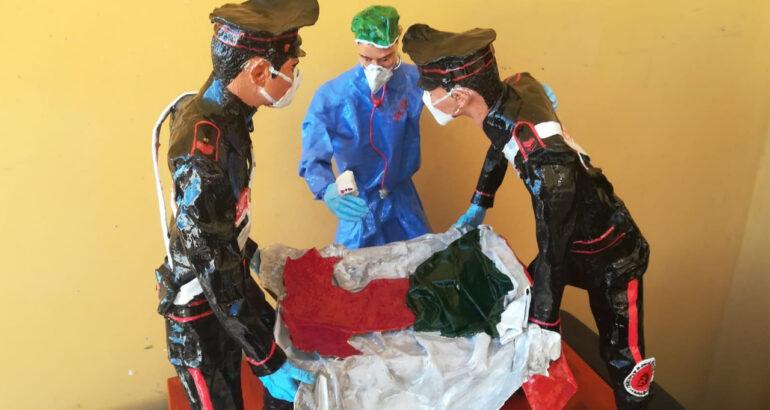 carabinieri_donano_statua_cartapesta_personale_sanitario