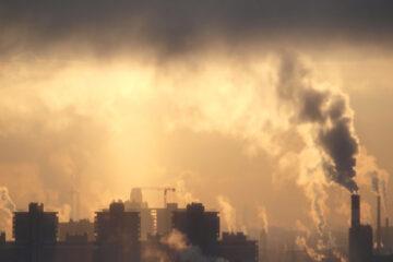 """Covid, lo studio: """"Lo smog non favorisce infezione""""."""