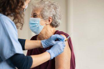 Campagna vaccinale per gli over 80. Al via le vaccinazioni in chiesa, monumenti, palestre e distretti sanitari