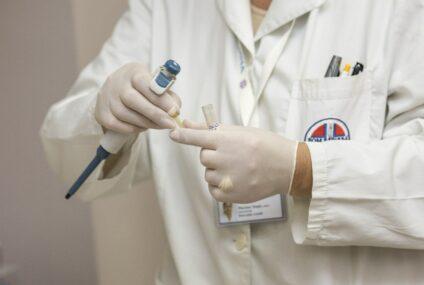 ASL Napoli 2 Nord, l'infusione degli anticorpi monoclonali a 34 pazienti e il trattamento a domicilio di circa 400 ammalati stanno riducendo i ricoveri