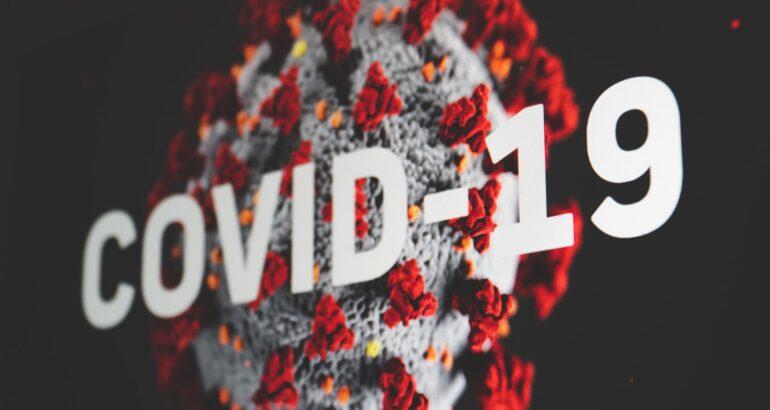 Coronavirus: scendono ancora nuovi casi e decessi, in un mese quasi dimezzati ricoveri e terapie intensive.
