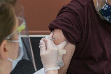 Vaccini: ok dal Ministero della salute  a richiamo con AstraZeneca per under 60