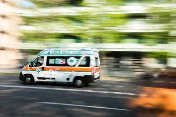 """L'Azienda Ospedaliera """"Moscati"""" potenzia il proprio parco mezzi:consegnate stamattina due ambulanze di tipo A"""